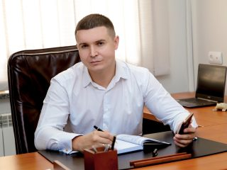 <span> НАГОРНИЙ </span> Андрій Євгенович